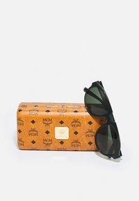 MCM - UNISEX - Sluneční brýle - green - 3