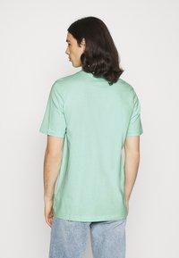 adidas Originals - LINEAR LOGO TEE - Camiseta estampada - clear mint - 2