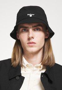 Barbour - CASCADE BUCKET HAT UNISEX - Hat - black - 1