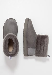 UGG - FLUFF MINI QUILTED - Classic ankle boots - charcoal - 3