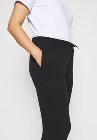 Even&Odd Curvy - SLIM FIT JOGGERS - Pantalon de survêtement - black - 4