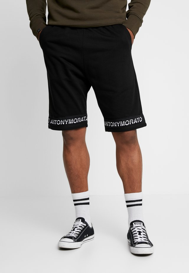 SHORT PANT WITH LOGO TAPE - Verryttelyhousut - black