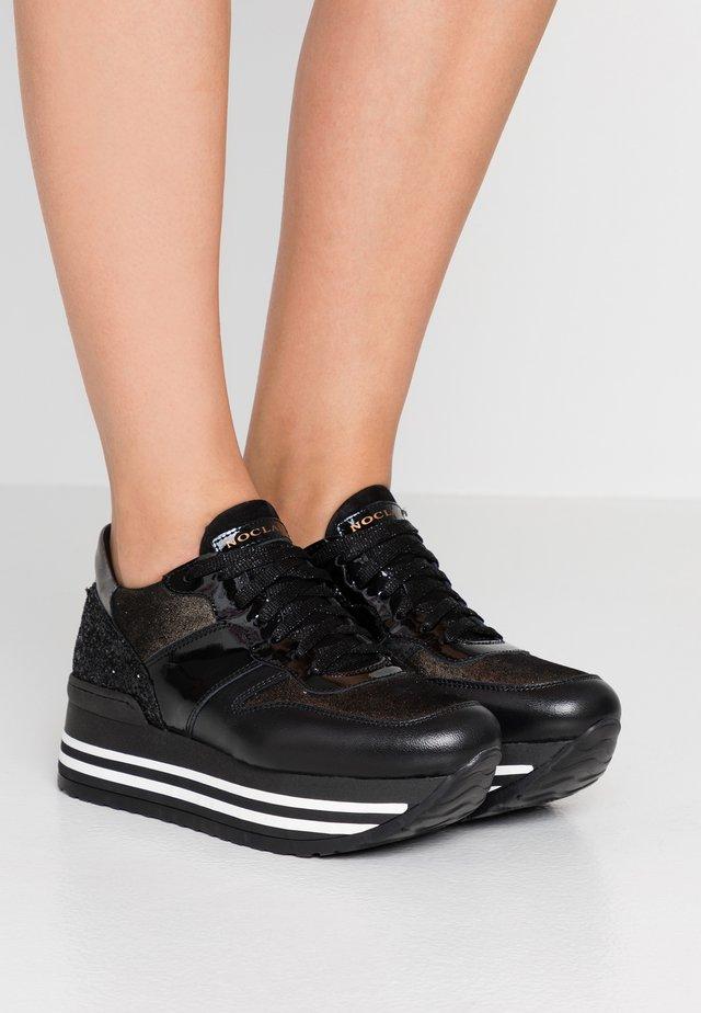 ISA - Sneakersy niskie - nero/platino