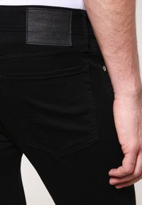 Jack & Jones - JJILIAM  - Jeansy Slim Fit - black denim - 4