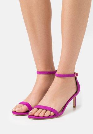 Sandals - raspberry