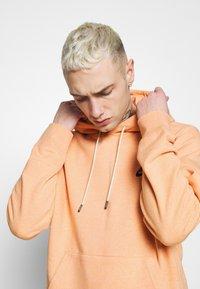 Nike Sportswear - HOODIE - Hoodie - apricot agate/smoke grey - 3