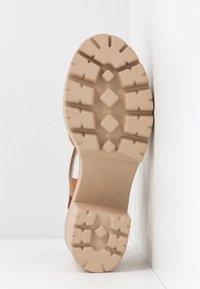 mtng - SABA - Sandály na vysokém podpatku - cognac - 6
