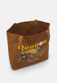 Reebok Classic - ROADTRIP UNISEX - Tote bag - sepia - 2