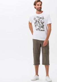 BRAX - STYLE LUCKY - Cargo trousers - khaki - 1
