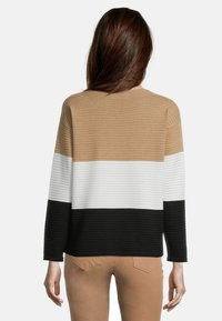 Betty Barclay - MIT COLOR BLOCKING - Jumper - camel/black - 2