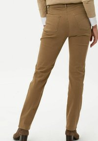BRAX - STYLE CAROLA - Straight leg jeans - dark camel - 2