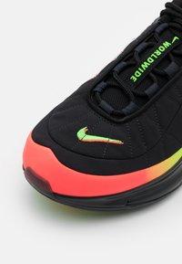 Nike Sportswear - MX-720-818 UNISEX  - Zapatillas - black/white/green strike/flash crimson/blue fury/off noir - 5