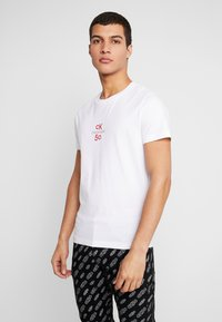 Calvin Klein Jeans - SMALL LOGO SLIM TEE - Triko spotiskem - bright white - 0
