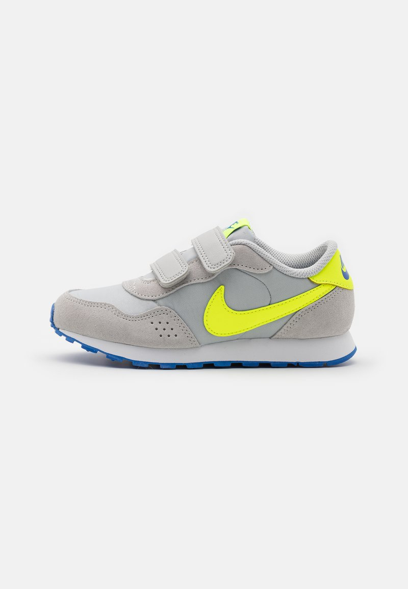 Nike Sportswear - VALIANT UNSEX - Tenisky - grey fog/volt/game royal/white