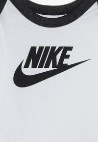 Nike Sportswear - SPLIT FUTURA PANT BABY SET - Body - black heather - 6
