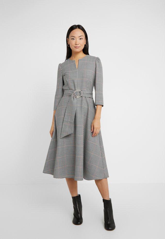 AMADEUS - Korte jurk - rust
