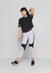 Nike Performance - CROP - Medias - infinite lilac/black/metallic silver - 1
