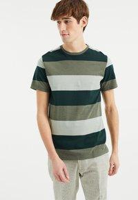 WE Fashion - Print T-shirt - green - 0