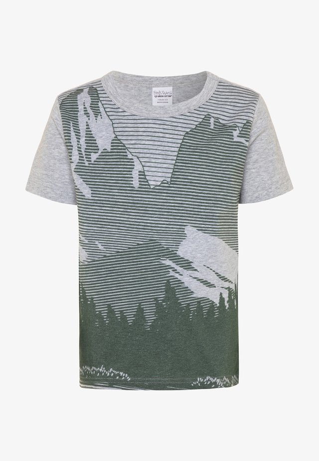 HIKING MOUNTAIN - Print T-shirt - pale greymarl