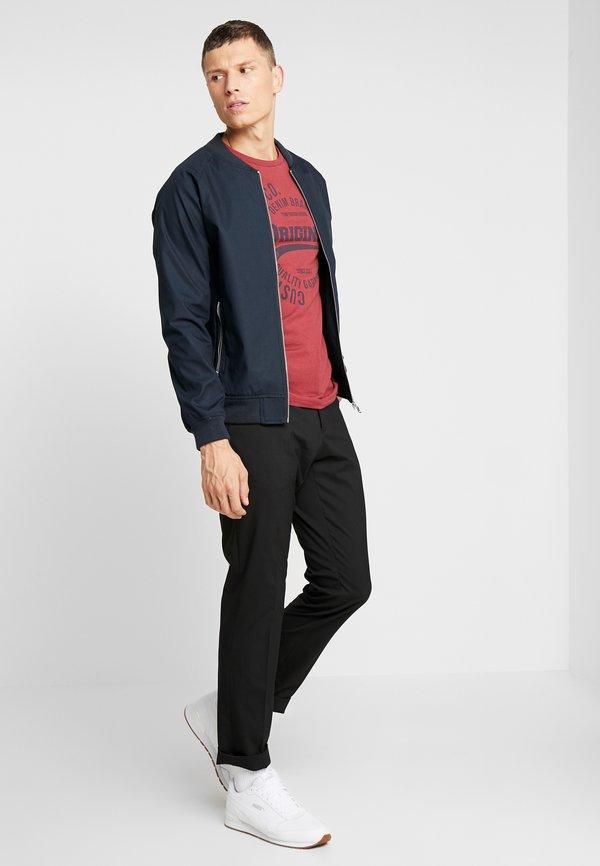 TOM TAILOR DENIM T-shirt z nadrukiem - fathers pipe red/bordowy Odzież Męska ELOR