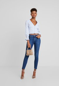 Missguided - TEXTURED JUMBO GINGHAM SHIRRED TOP - Blůza - baby blue - 1