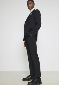 Isaac Dewhirst - WINDOWPANE SUIT - Suit - blue - 6