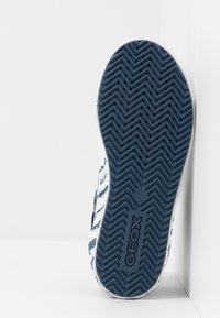 Geox - ALONISSO BOY - Zapatillas altas - avio/beige - 5