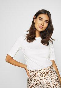 Esprit - CORE - T-shirt basic - off white - 0