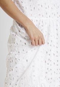 Topshop - SMOCK - Denní šaty - white - 5