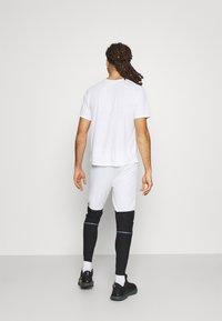 Nike Performance - SWIFT PANT - Träningsbyxor - white/black - 2