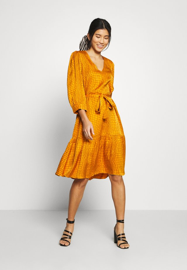TABBY DRESS - Vapaa-ajan mekko - golden oak