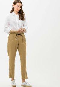 BRAX - STYLE VIVIAN - Button-down blouse - white - 1