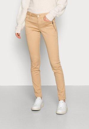 CODY ZIP PANT - Trousers - incense