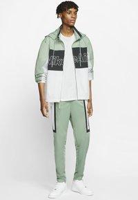 Nike Sportswear - NSW NIKE AIR  - Outdoor jacket - silver pine/black/white - 1