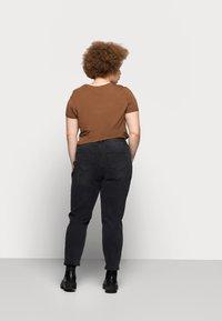 Vero Moda Curve - VMJOANA MOM - Relaxed fit jeans - black - 2