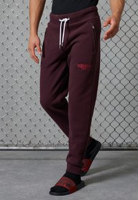 Superdry - CORE LOGO ATHLETICS - Pantalon de survêtement - rich deep burgundy - 1