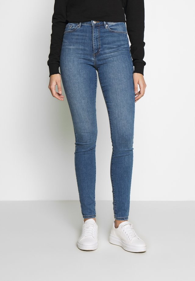 VMSOPHIA SKINNY TALL - Jeansy Skinny Fit - light blue denim