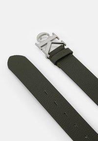 Calvin Klein Jeans - LOGO TEXT  - Pásek - green - 1