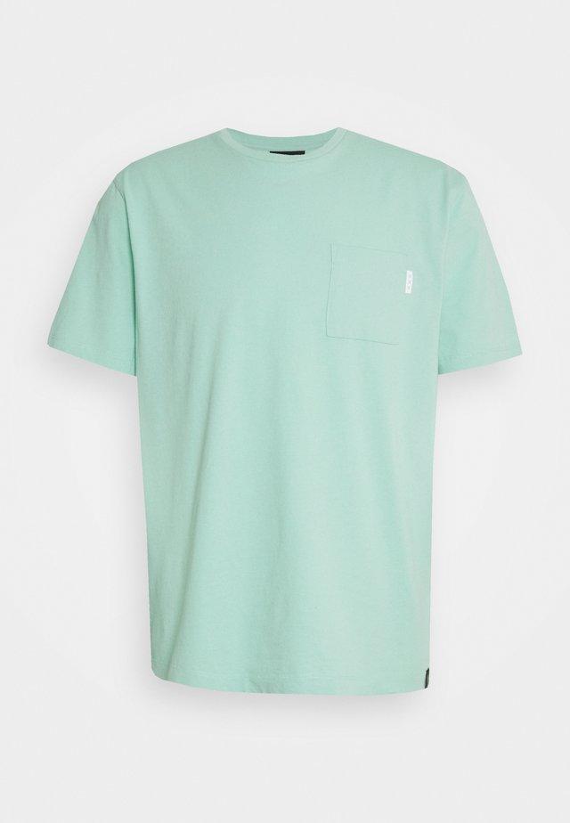 POCKET TEE - T-shirts - faded mint