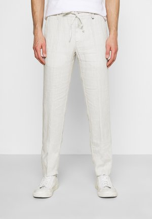 TAPERED FIT PATCHED - Pantaloni - distant grey