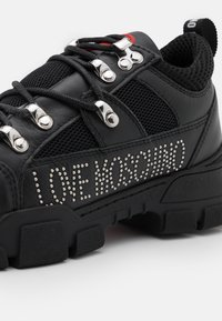 Love Moschino - TREKK - Baskets basses - black - 4