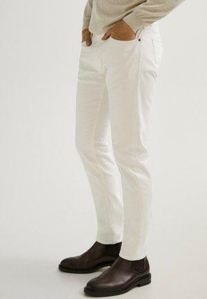MIT FISCHGRÄTENMUSTER  - Slim fit jeans - beige