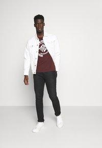 TOM TAILOR DENIM - WITH COINPRINT - Print T-shirt - decadent bordeaux - 1