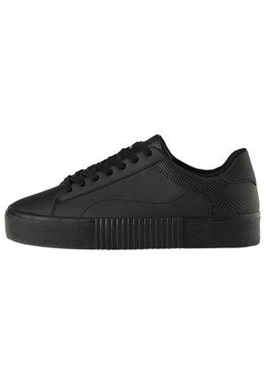 MIT TIERPRÄGUNG - Sneakers basse - black