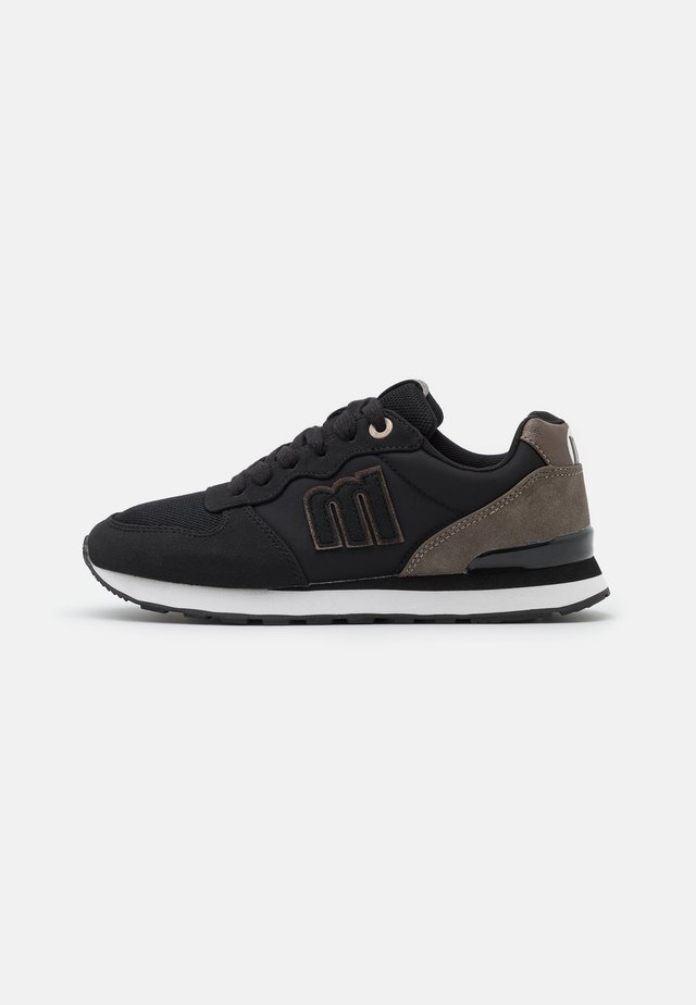 JOGGO - Sneakersy niskie - black