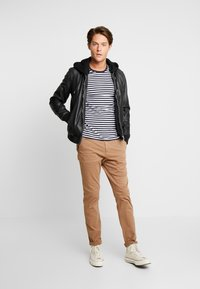 Knowledge Cotton Apparel - JOE STRETCHED  - Trousers - tuffet - 1