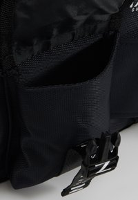 HXTN Supply - PRIME BODYBAG - Across body bag - black - 4