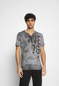 Key Largo - OUTCOME BUTTON - Print T-shirt - anthra - 0