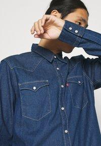 Levi's® - BARSTOW WESTERN STANDARD - Shirt - lowdip denim rinse - 3