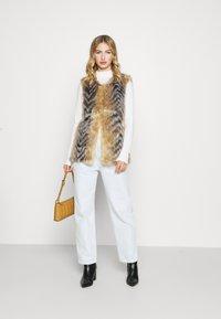 Missguided - CHEVRON TIPPED FUR GILET - Waistcoat - beige - 1